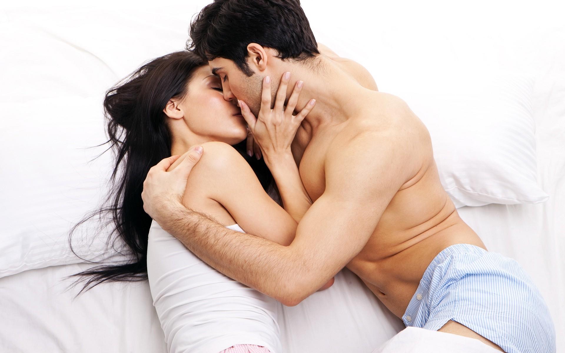 Можно ли заниматься сексом при ВПЧ и помогает ли презерватив от вируса?